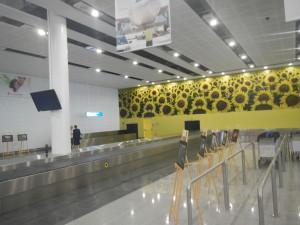Выставка в аэропорту. Аэропорт Варна, новый терминал, Аэропорт Варна внутри
