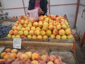 Жизнь пенсионеров в Болгарии рынок фрукты цены