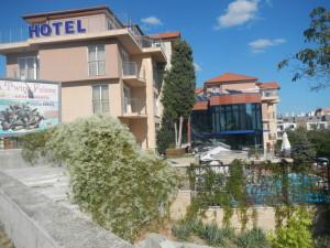 пешком в святой константин и елена болгарский отель фото