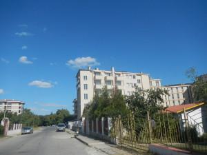 Жизнь пенсионеров в Болгарии, сад и улица болгария