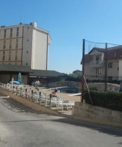 Острая нехватка персонала возникла в Болгарии бассейн