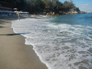 Пляжи Болгарии видео покупка недвижимости в Болгарии, рост цен пешком в святой константин и елена, пляжи курорта