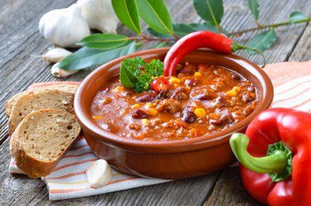 бобовый (фасолевый) суп с колбасой