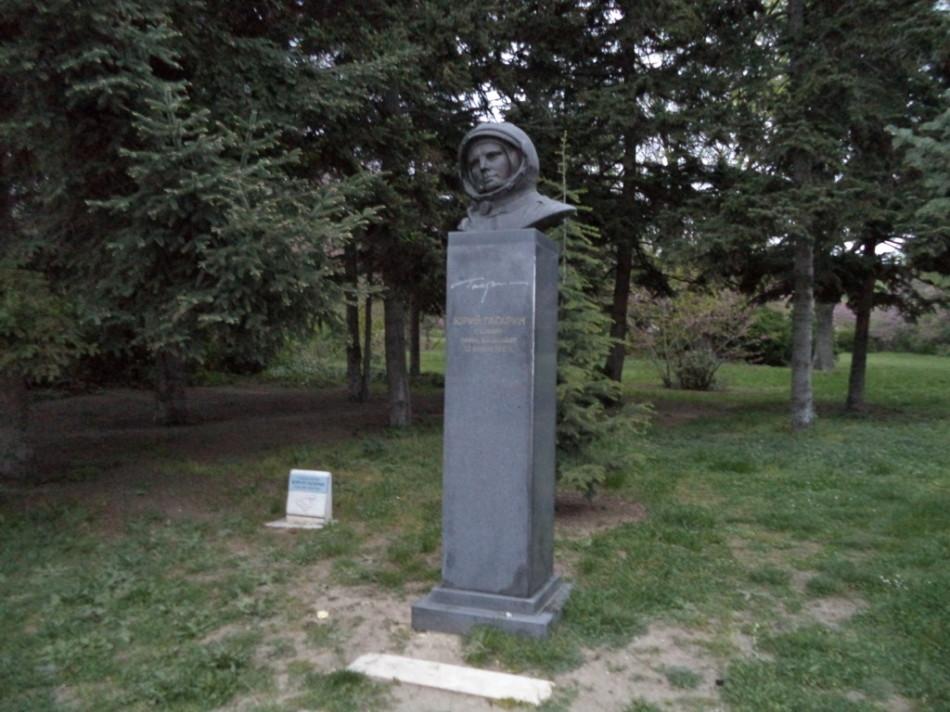Приморский парк Варна памятник Юрию Гагарину первому космонавту