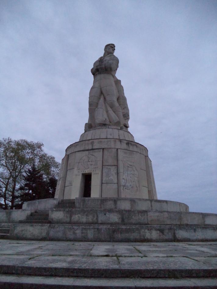 Главный памятник Приморского парка Варны пантеон