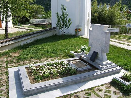Дом Ванги открыли могила ванги