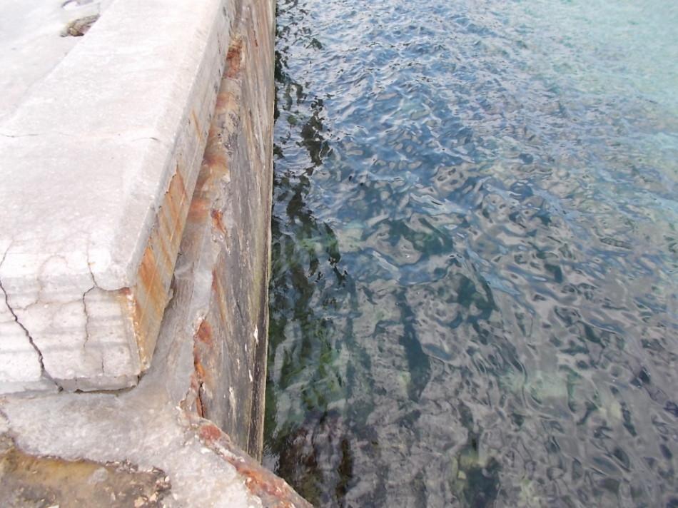 Пляжи Варны фото - пирс и чистая вода Черного моря