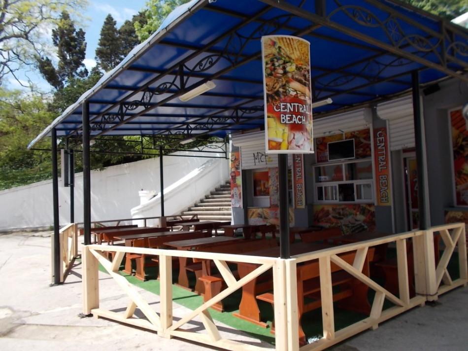 Пляжи Варны ресторан готовиться принять новых посетителей