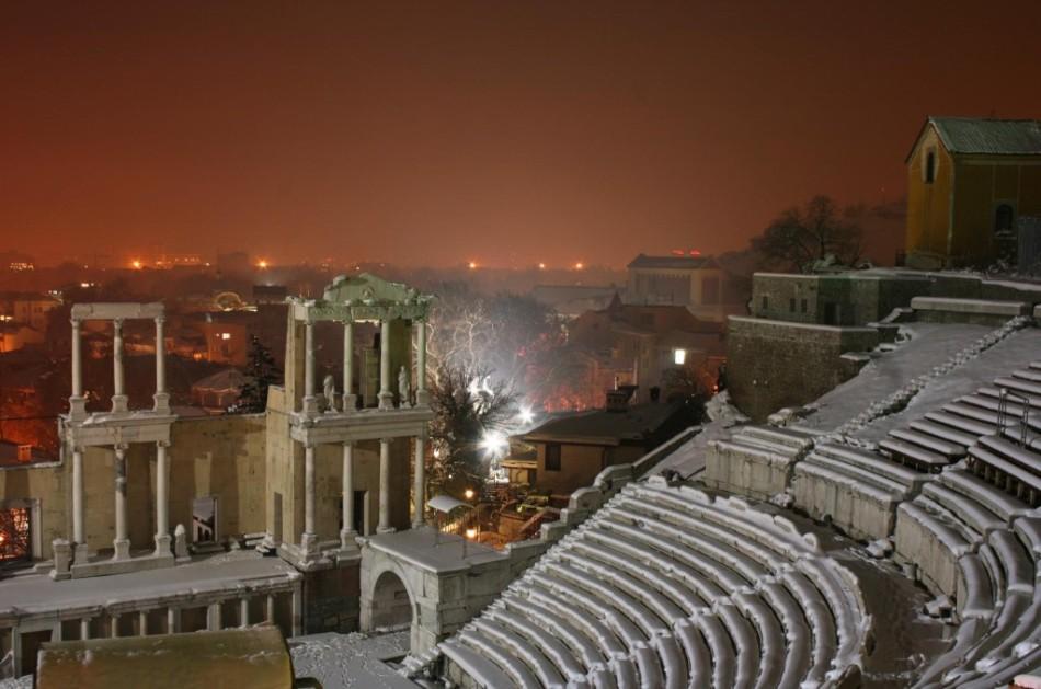 Античный театр ночью