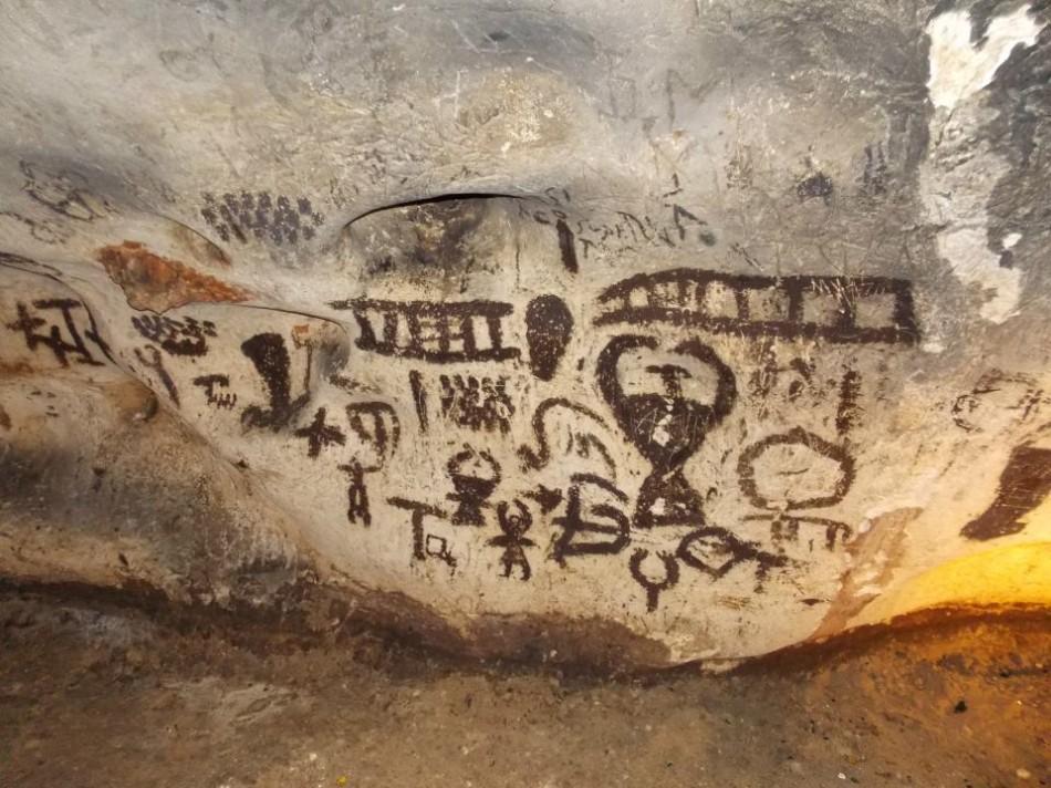 наскальные рисунки в пещере магура