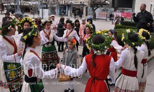 Лазарки - сегодня пели возле муниципалитета Бургаса