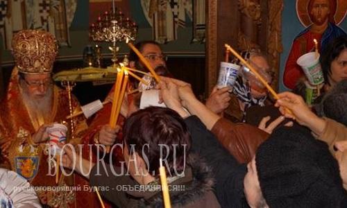 Тысячи жителей Бургаса - пришли на Пасхальное богослужение