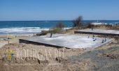 Застройщики начали бетонировать пляж в северной части залива Корал, неподалеку от Царево