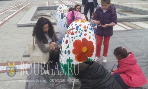 Завтра в центре Приморско - появятся гигантские пасхальные яйца