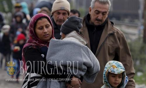 Нелегальные мигранты штурмуют Болгарию, недалеко от Бургаса, через территорию Болгарии