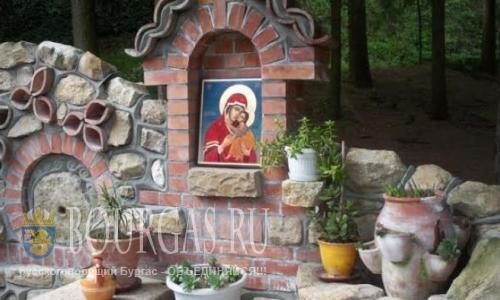 В Болгарии чудотворная икона помогает бездетным