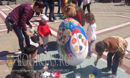 Метровые пасхальные яйца появились в Приморско