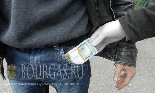 Таможенники конфисковали 20 000 евро наличных