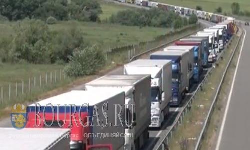 Большие пробки образовались на выездах из Болгарии
