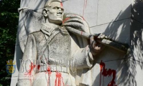 В Стара Загоре снова осквернили памятник советским войнам