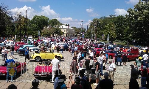 Очередной парад ретро-авто прошел в Софии на Спасовден