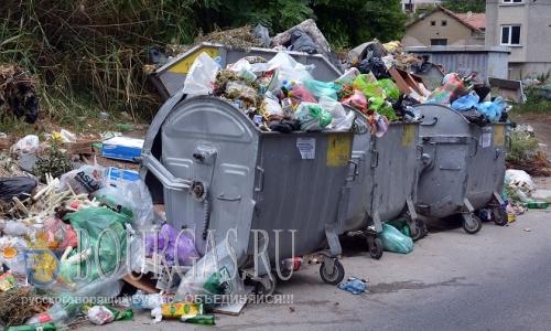 19 июля 2016 года, Болгария, окраины Варны завалены мусором