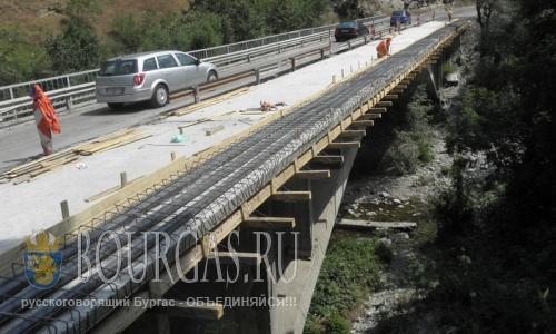 25 июля 2016 года, Болгария, ремонт дороги в Рильский монастырь