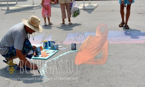 27 июля 2016 года, Болгария, Варна - фестиваль трехмерных рисунков в Морском саду