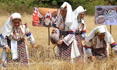 30 июля 2016 года, Болгария, село Рабово Стамболово, муниципалитет Хасково - Традиционный фестиваль хлеба на берегах реки Арда