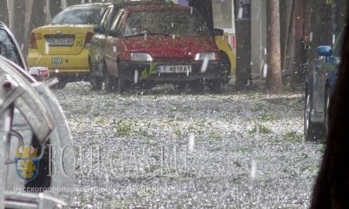 Болгария на фото - 15 июля 2016 года, Пловдив, буря и дождь с градом