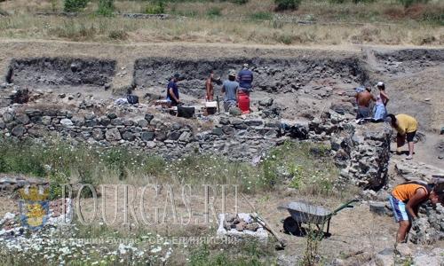 В Новой Загоре исследуют захоронения фракийских времен