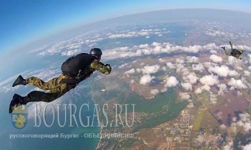 """18 августа 2016 года, Болгария, Балчик, болгарско-американской программа """"Joint Training"""" - прыжки с парашютом военнослужащими 68-ой бригады """"Специальных сил"""" Болгарии"""