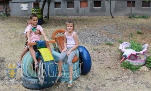 19 августа 2016 года, Болгария, Димитровград - создали детскую площадку из старых автомобильных шин