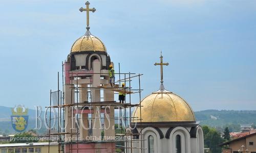 19 августа 2016 года, Болгария, Монтана - строительство православной церкви Святого Духа