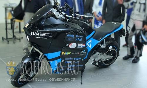 19 августа 2016 года, Болгария, София - демонстрация первого в мире электрического туристического мотоцикла, STORM Wave