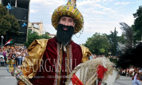 23 августа 2016 года, Бургас, площадь Тройката, открытие Международного фольклорного фестиваля