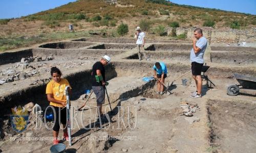 5 августа 2016 года, Болгария, Ямбол, студенты из Софийского университета Св Климент Охридский проводят раскопки в археологическом парке Кабиле