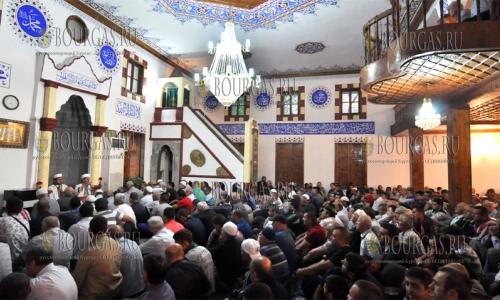 12 сентября 2016, Хасково, мечеть Чарши-джамия, первая молитва исламского праздника Курбан-Байрам.jpg