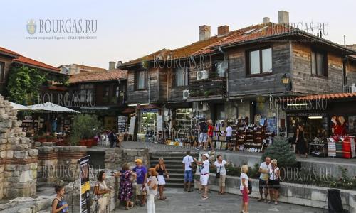 14 сентября 2016, Несебр, Старый город всегда полон туристами