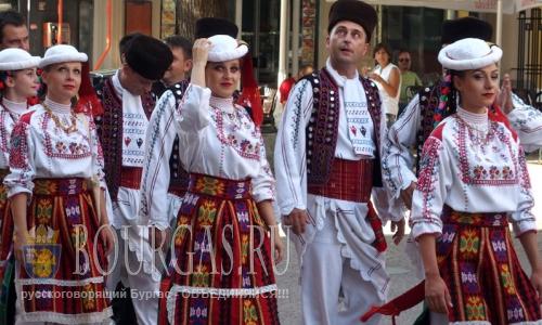 2 августа 2016 года, Болгария, Пловдив, участники 22-го Международного фольклорного фестиваля