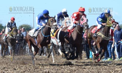 24 сентября 2016 года, Исперих, скачки по случаю спортивного праздника, в которых приняли участие 50 лошадей и жокеев