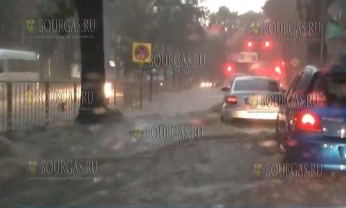 25 сентября 2016 года, улицы Варны сегодня оказались затопленными