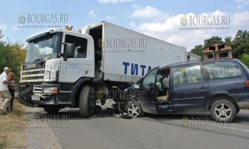 8 сентября 2016 года, селение Стойково, Хасково, ДТП - не разминулся мусоровоз и легковой автомобиль