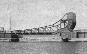 Металлический передвижной мост до строительства Аспарухова моста