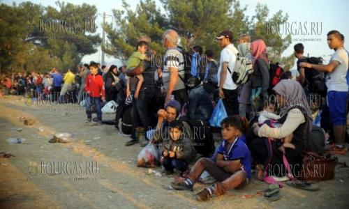 Беженцы в Болгарию прибывают, а содержать их уже негде