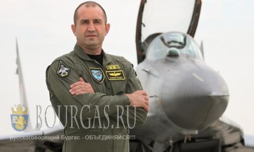 командующий военно-воздушными силами Болгарии, генерал Румен Радев, нового президента Болгарии
