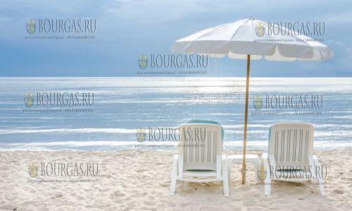 зонты на пляжах Болгарии, на пляжах в Болгарии, пляжи в Бургаском регионы
