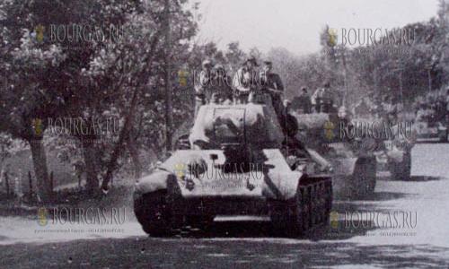 советские танки продвигаются по территории Болгарии