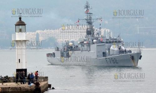 12 октября 2016 года, Варна, морской порт - патрульный корабль ВВС Франции Premier Maitre