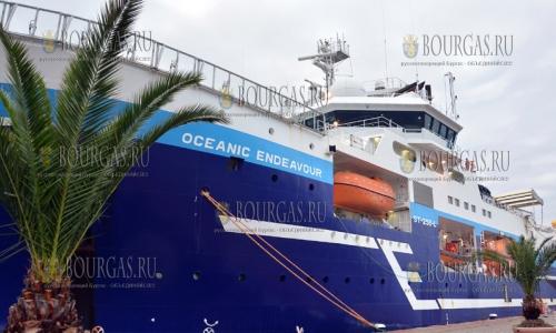 12 октября 2016 года, Варна, морской порт - прибыло научно-исследовательское судно Oceanic Endeavour, которое ищет нефть и газ в акватории Черного моря